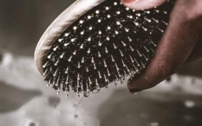Haarbürste reinigen in 3 einfachen Schritten