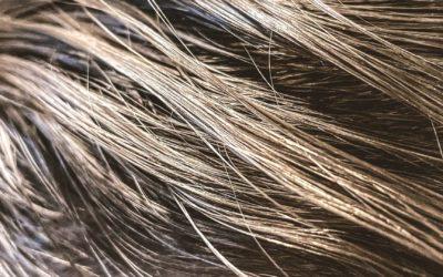Fettige Haare? Was wirklich dagegen hilft